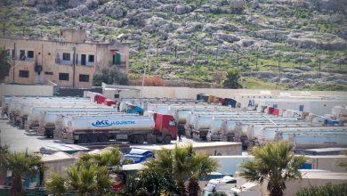 Photo of جانب من دخول قافلة صهاريج تحتوي على محروقات أوربية عبر معبر باب الهوى
