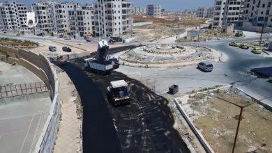Photo of معبر باب الهوى يبدأ حملة تعبيد وتأهيل الطرقات الرئيسية والحيوية في مدينة إدلب.