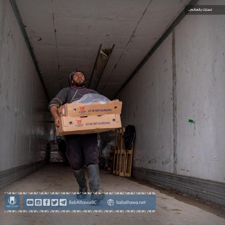 "Photo of جانب من عملية إتلاف شحنة ""شحمة بقرية"" فاسدة دخلت إلى معبر باب الهوى"