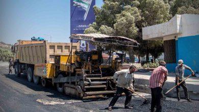 Photo of جانب من عمل مكتب الإشراف الفني في تعبيد الطرقات بمعبر باب الهوى