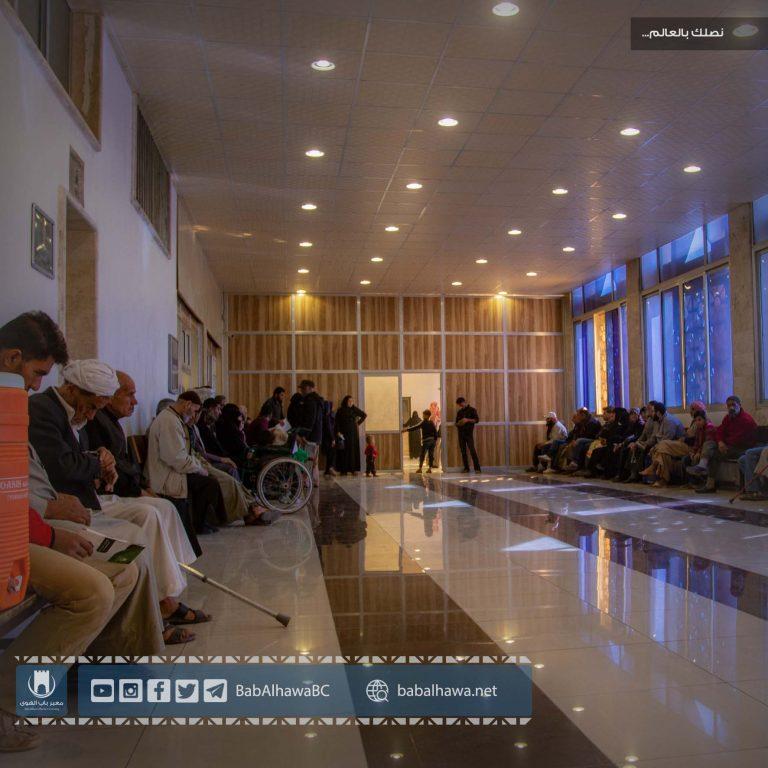 Photo of جانب من عمل مكتب التنسيق الطبي في معبر باب الهوى