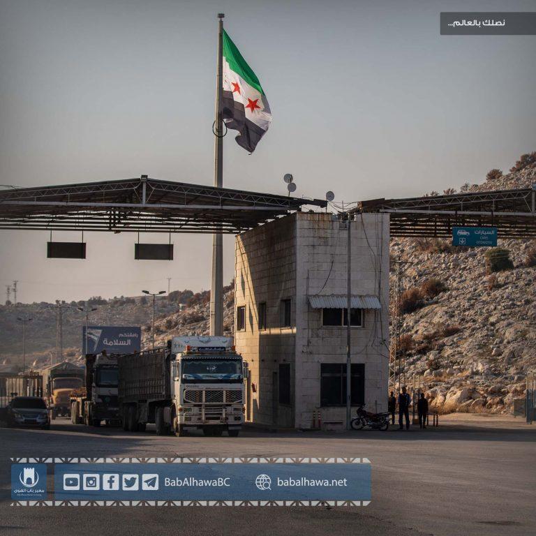 Photo of جانب من حركة دخول الشاحنات المحملة بالمواد التجارية والإغاثية عبر معبر باب الهوى سورية