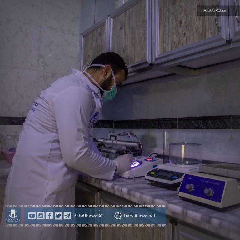 Photo of جانب من عمل أمانة الجمارك في معبر باب الهوى